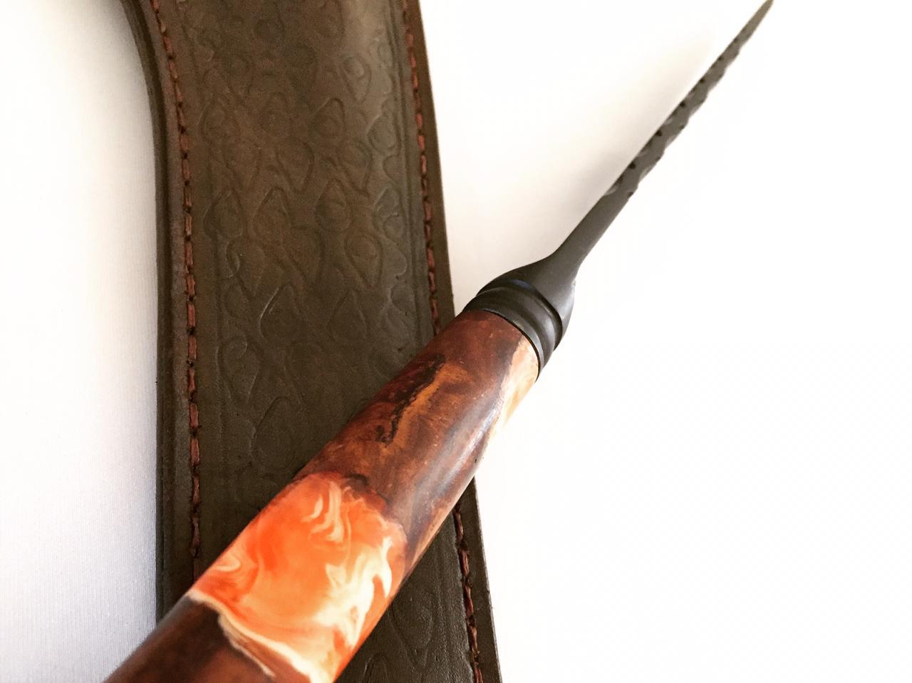 Faca artesanal forjada negra aço carbono  cabo cervo misto 10 polegadas
