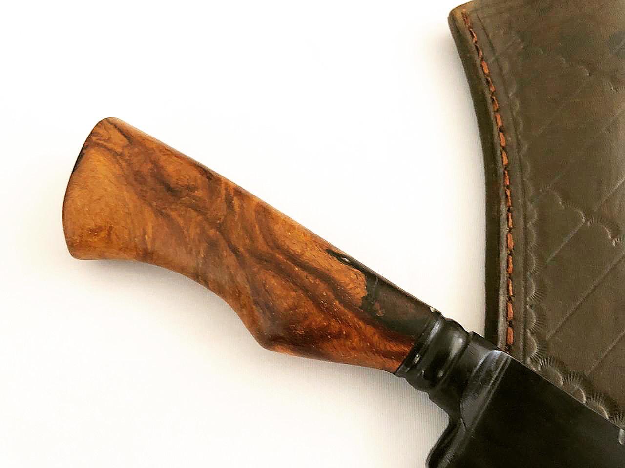 Faca artesanal forjada negra aço carbono  cabo imbuia  resinada 10 polegadas