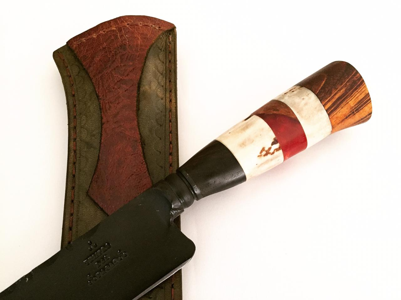 Faca artesanal forjada negra aço carbono  cabo misto cervo axis e madeiras 10 polegadas