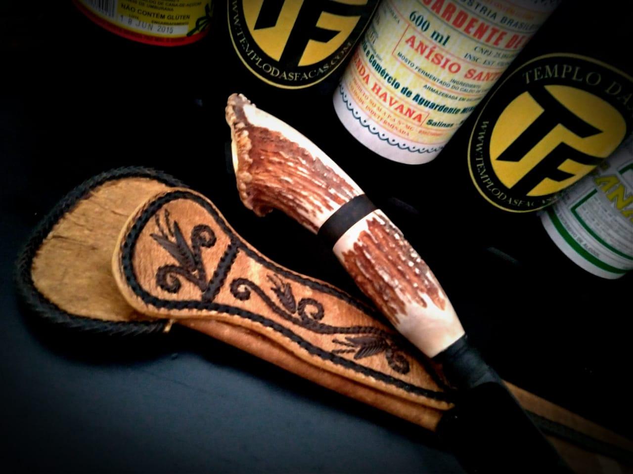 Faca artesanal forjada negra aço carbono  cervo axis coroado 12 polegadas