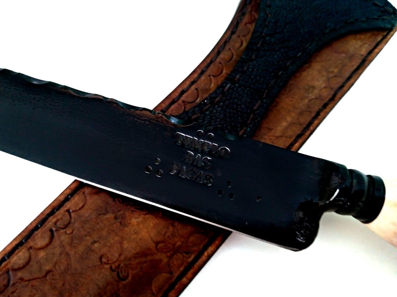 Faca artesanal forjada negra aço carbono  cervo axis coroado 13 polegadas
