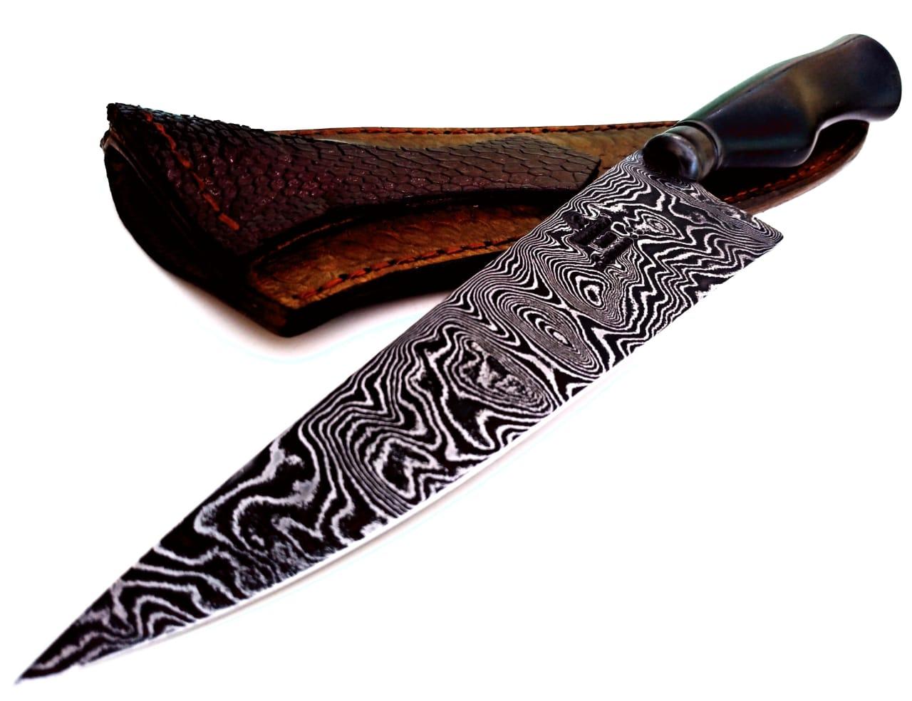 Faca artesanal gaúcha em aço de damasco padrão aleatório modificado 8 polegadas