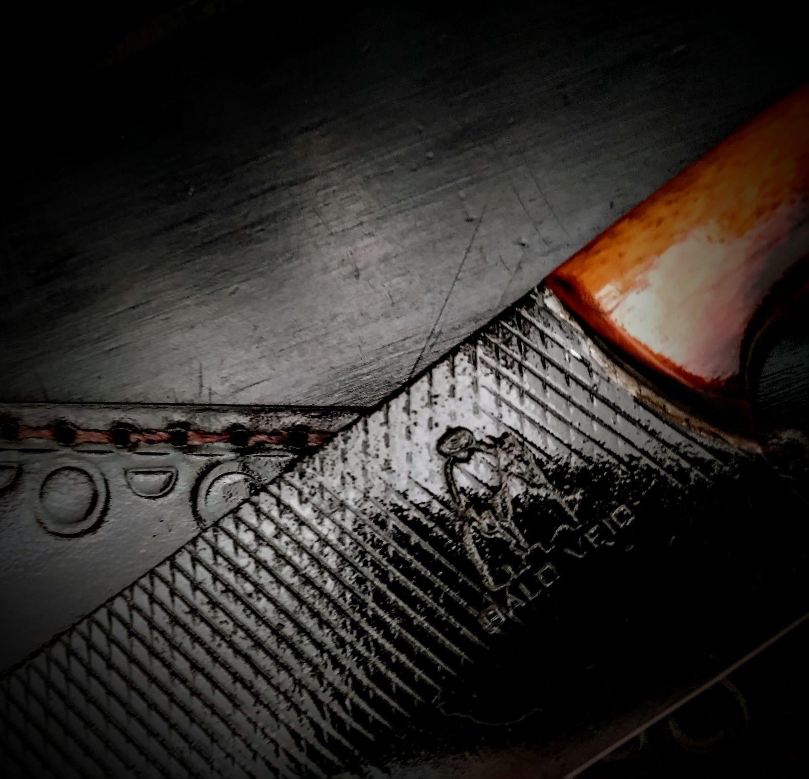 Faca artesanal negra galo veio de grosa antiga 09 polegadas