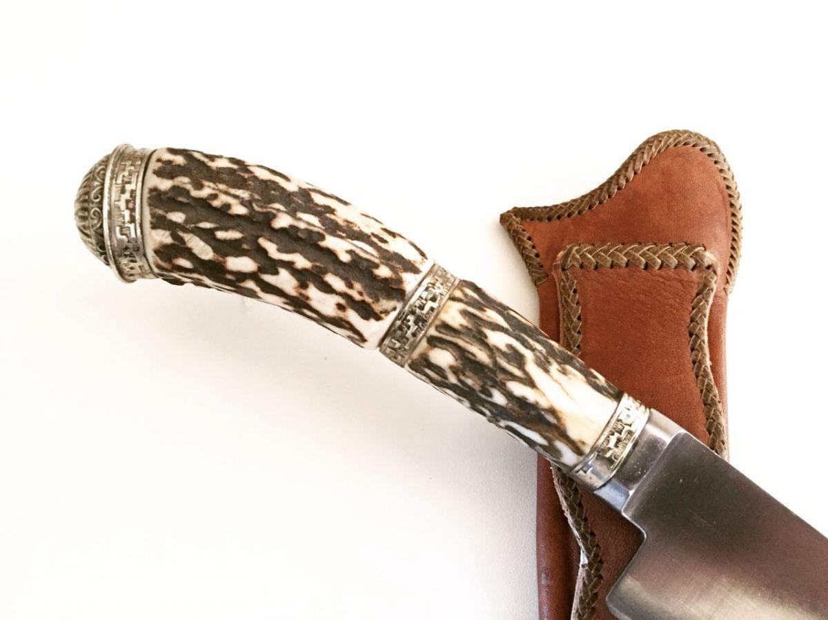 Faca artesanal forjada em aço inox cabo cervo com alpaca 08 polegadas