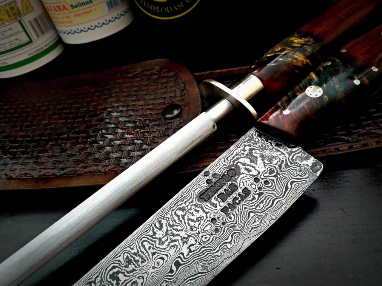 Kit artesanal faca forjada em aço de damasco e chaira