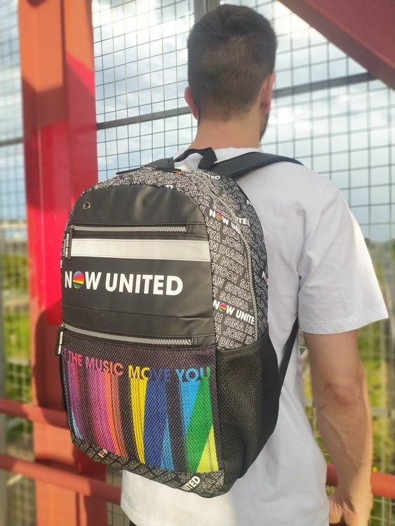 MOCHILA NOW UNITED LET THE MUSIC MOVE YOU DETALHES NOMES