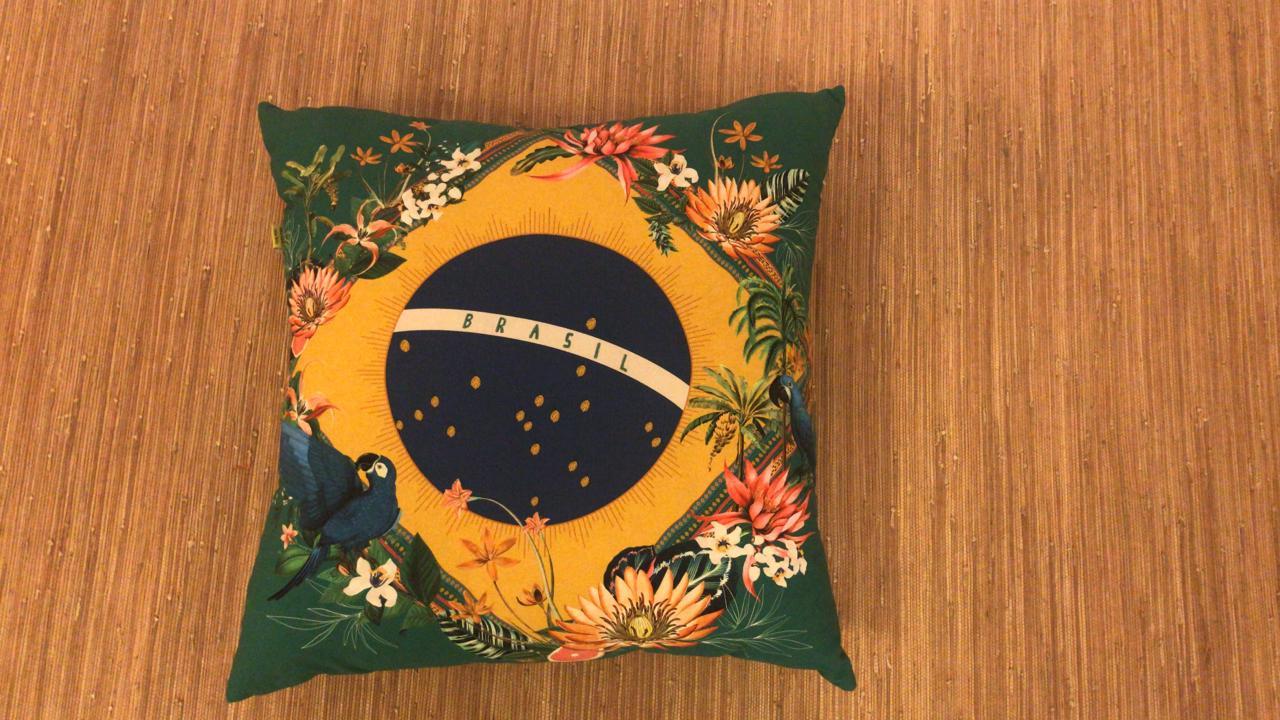 Almofada Grande Estampada Brasil