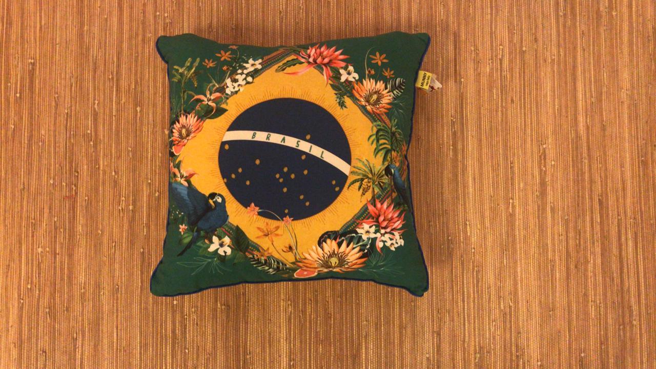 Almofada Pequena Estampada Brasil