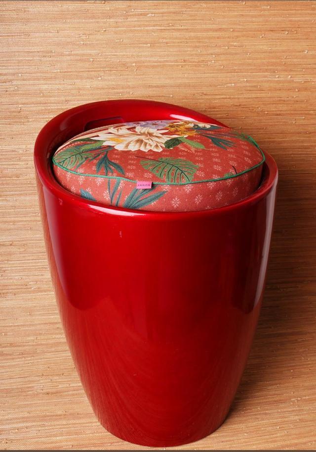 Banquinho Vermelho com Puff estampado Laranja