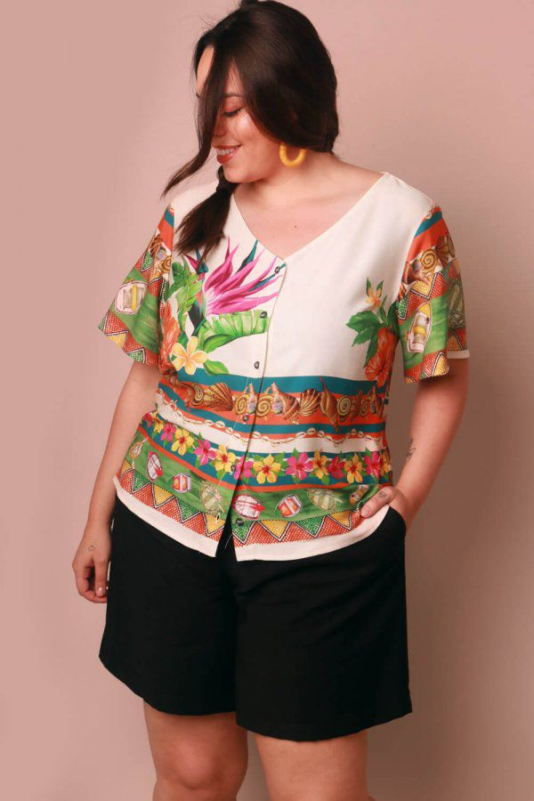 BLUSA PLUS SIZE ESTAMPADA AMAR OFF WHITE