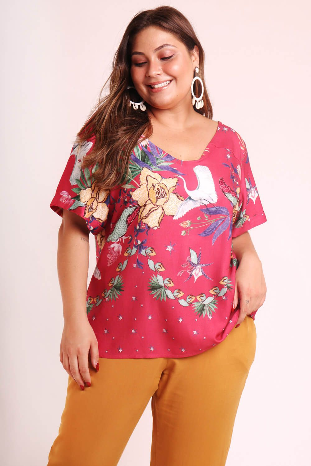 BLUSA PLUS SIZE ESTAMPADA ARRANJO CORAL