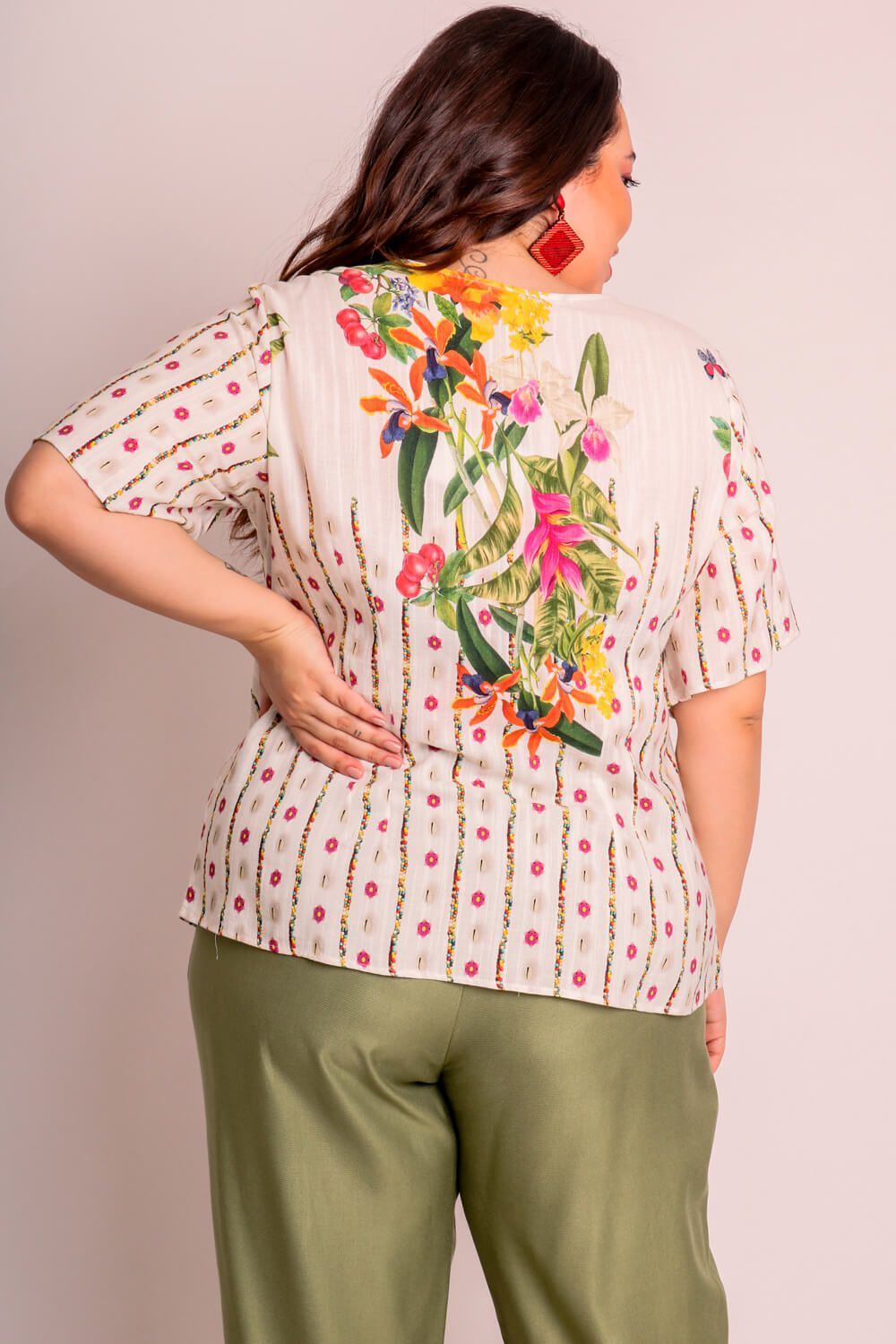 BLUSA PLUS SIZE ESTAMPADA CARAÍVA OFF WHITE