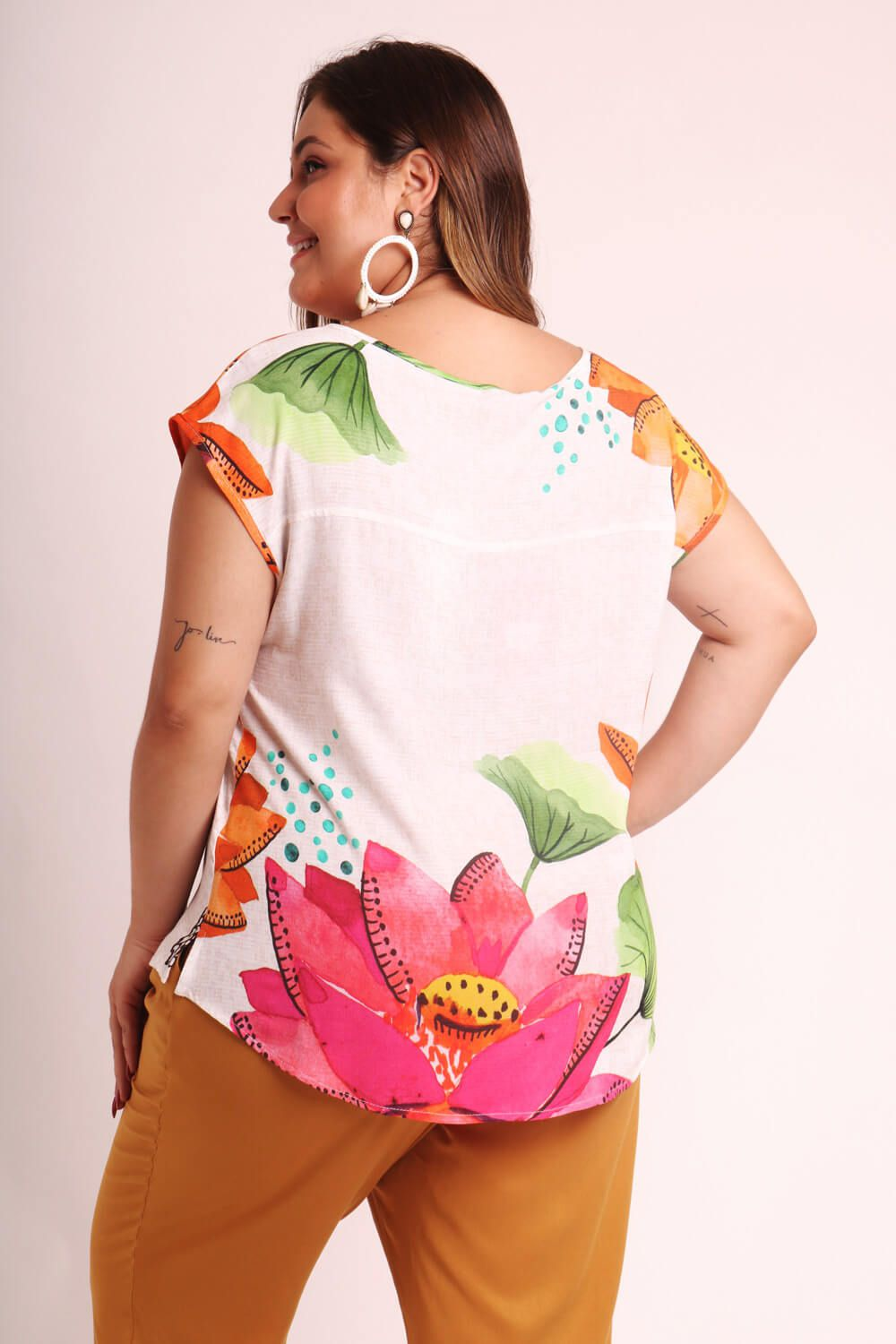 BLUSA PLUS SIZE ESTAMPADA DOÇURA OFF WHITE