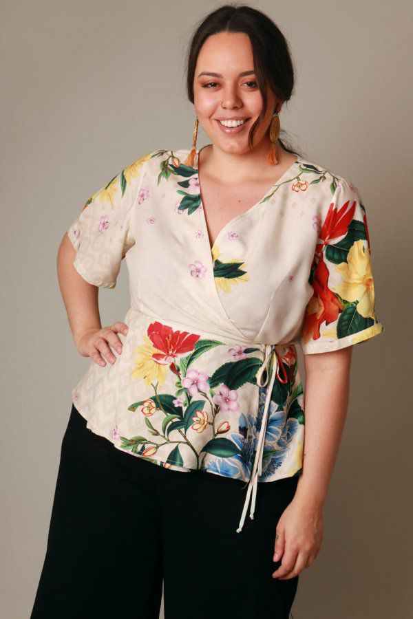 BLUSA PLUS SIZE ESTAMPADA FLORAL DEGRADÊ OFF WHITE