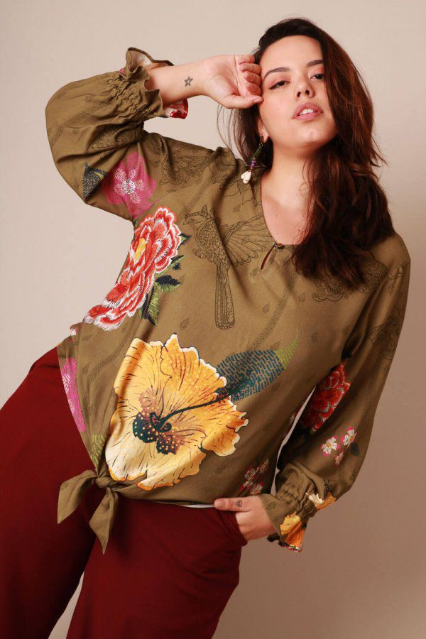 BLUSA PLUS SIZE ESTAMPADA FLORAL FILETE MILITAR