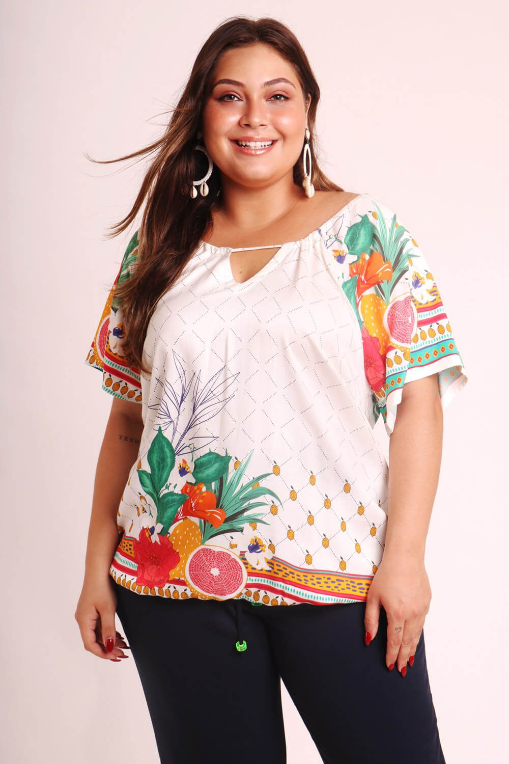 BLUSA PLUS SIZE ESTAMPADA QUITANDA OFF WHITE