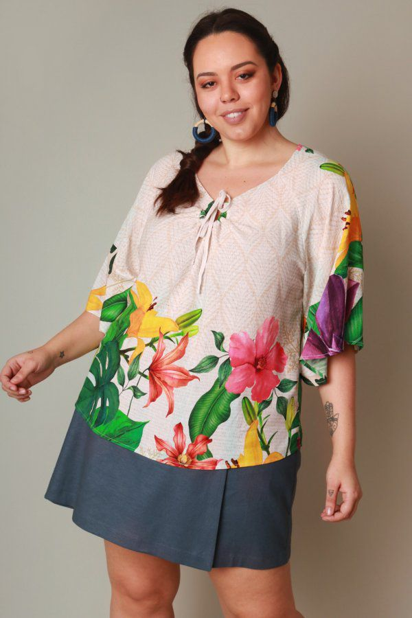 BLUSA PLUS SIZE ESTAMPADA REFLEXO DE FLORES OFF WHITE