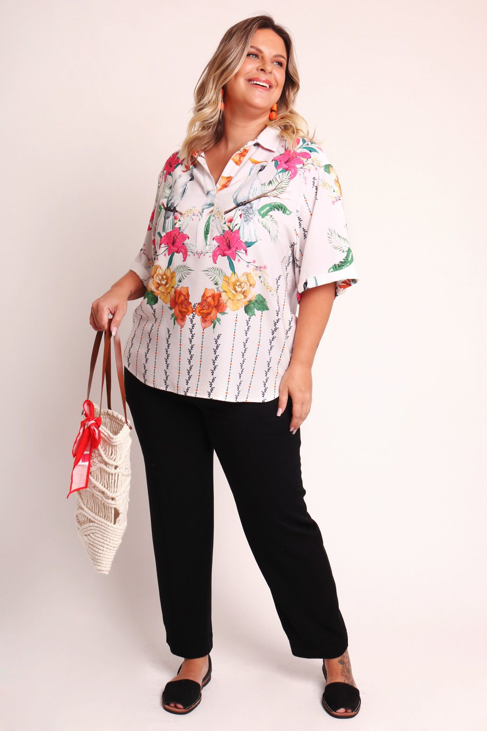 CAMISA PLUS SIZE ESTAMPADA FLORAL CACATUA OFF WHITE