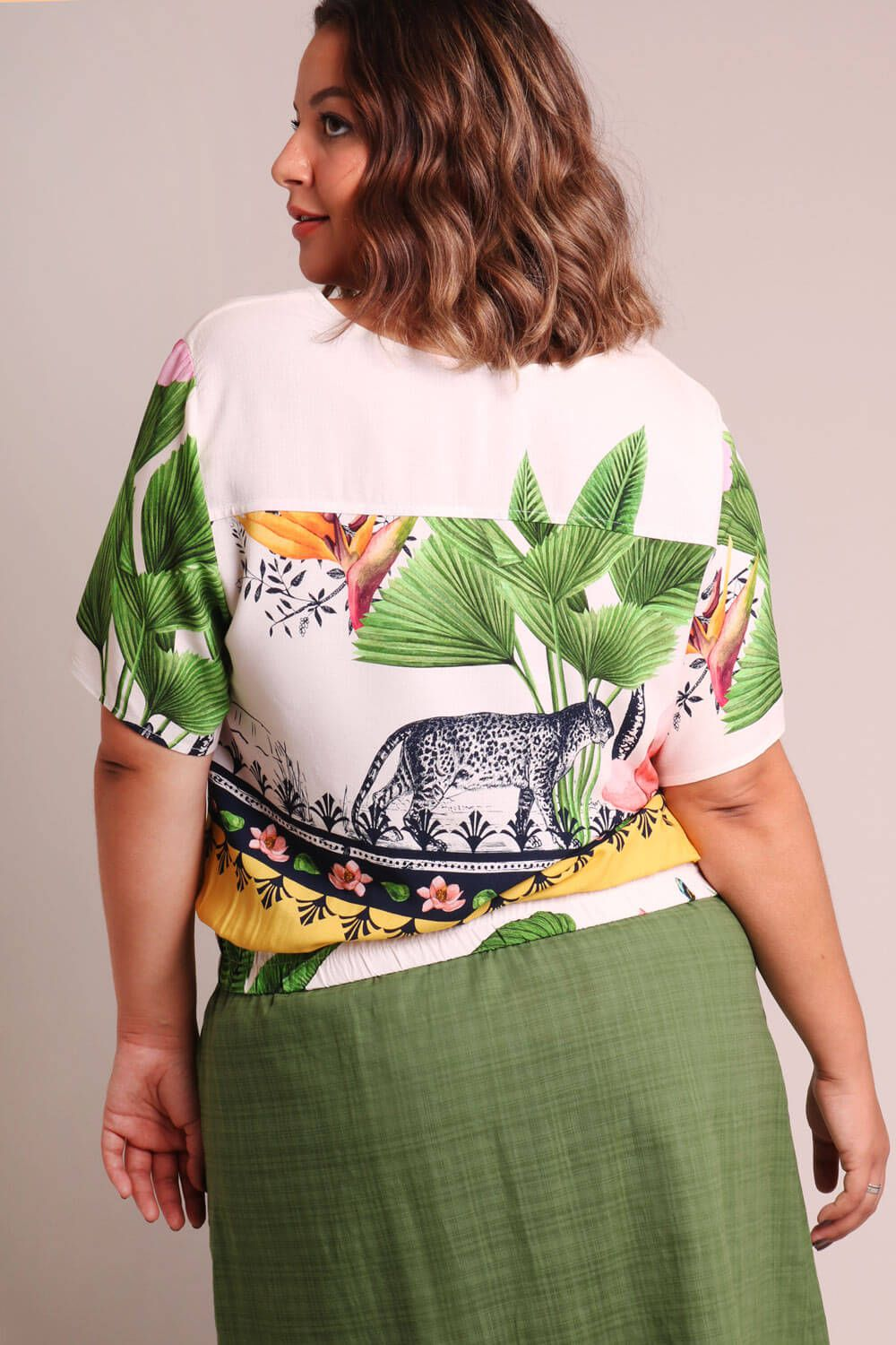 CAMISA PLUS SIZE ESTAMPADA PAISAGEM OFF WHITE