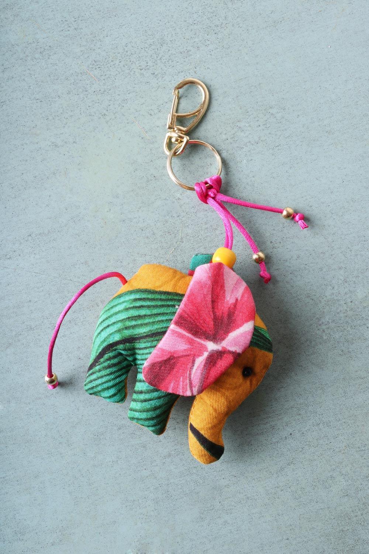 Chaveiro Elefantinho Multicolorido Amarelo e Verde