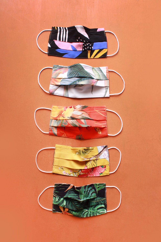 Kit 5 Mascaras em Tecido Proteção Dupla Camada Lavável