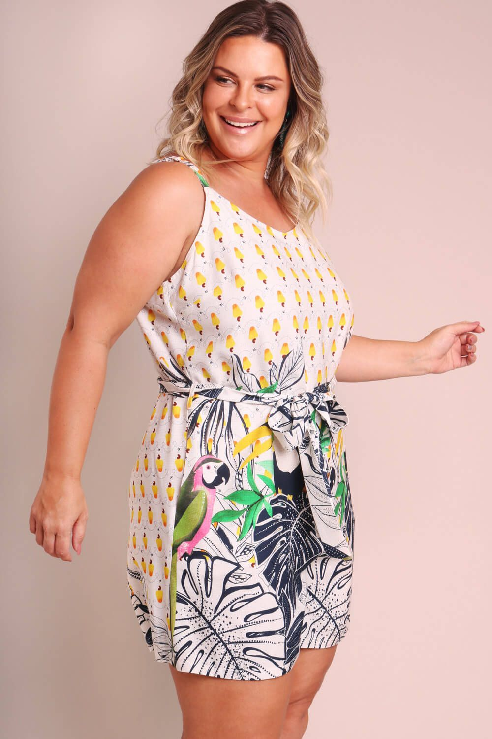 MACACÃO PLUS SIZE ESTAMPADO FLORESTA DE CAJU OFF WHITE