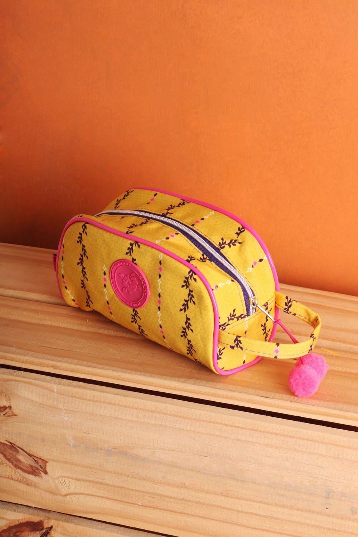 Necessaire Alça Estampada Floral Cacatua Amarela