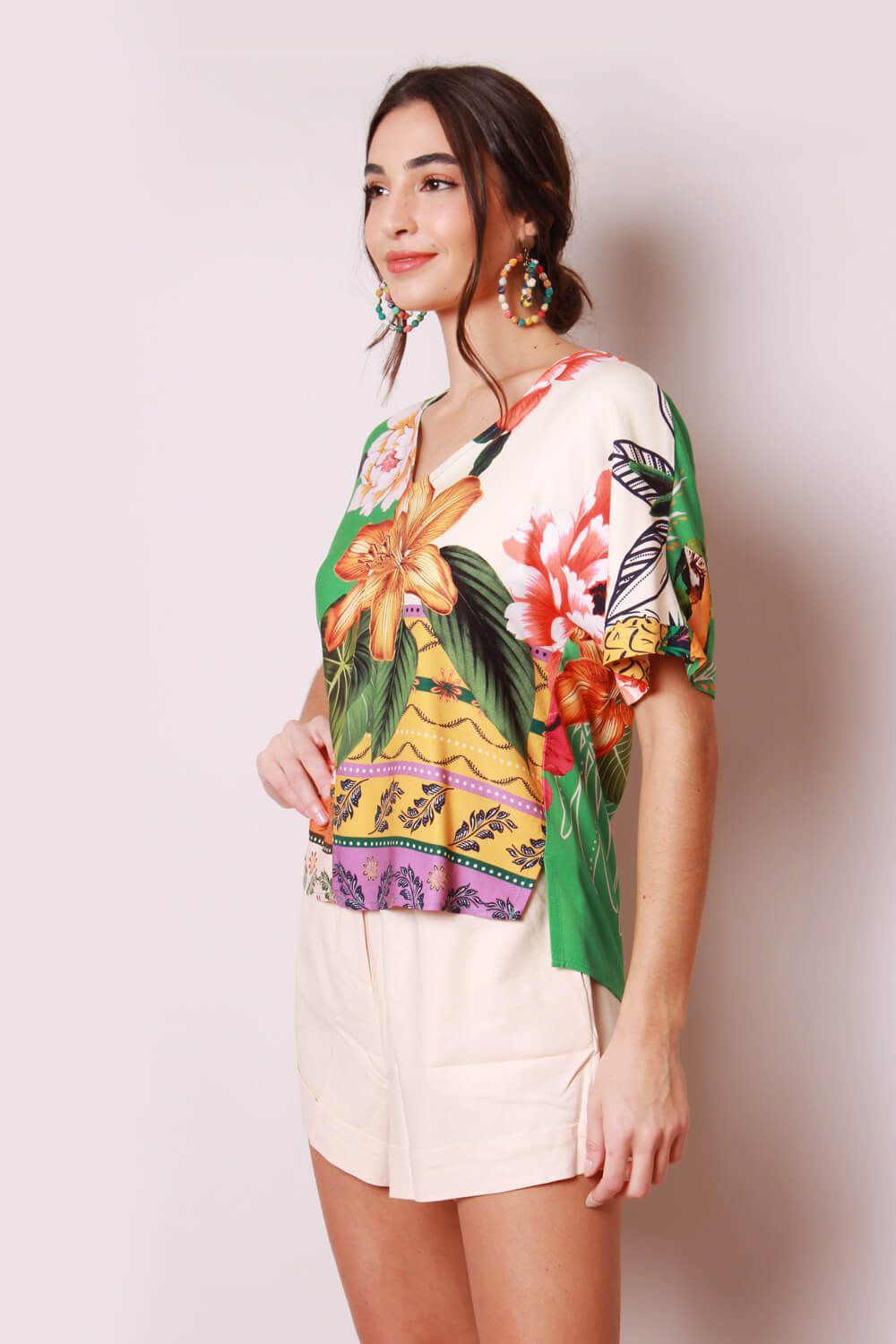 RE-VIVA BLUSA ESTAMPADA OFF WHITE E VERDE