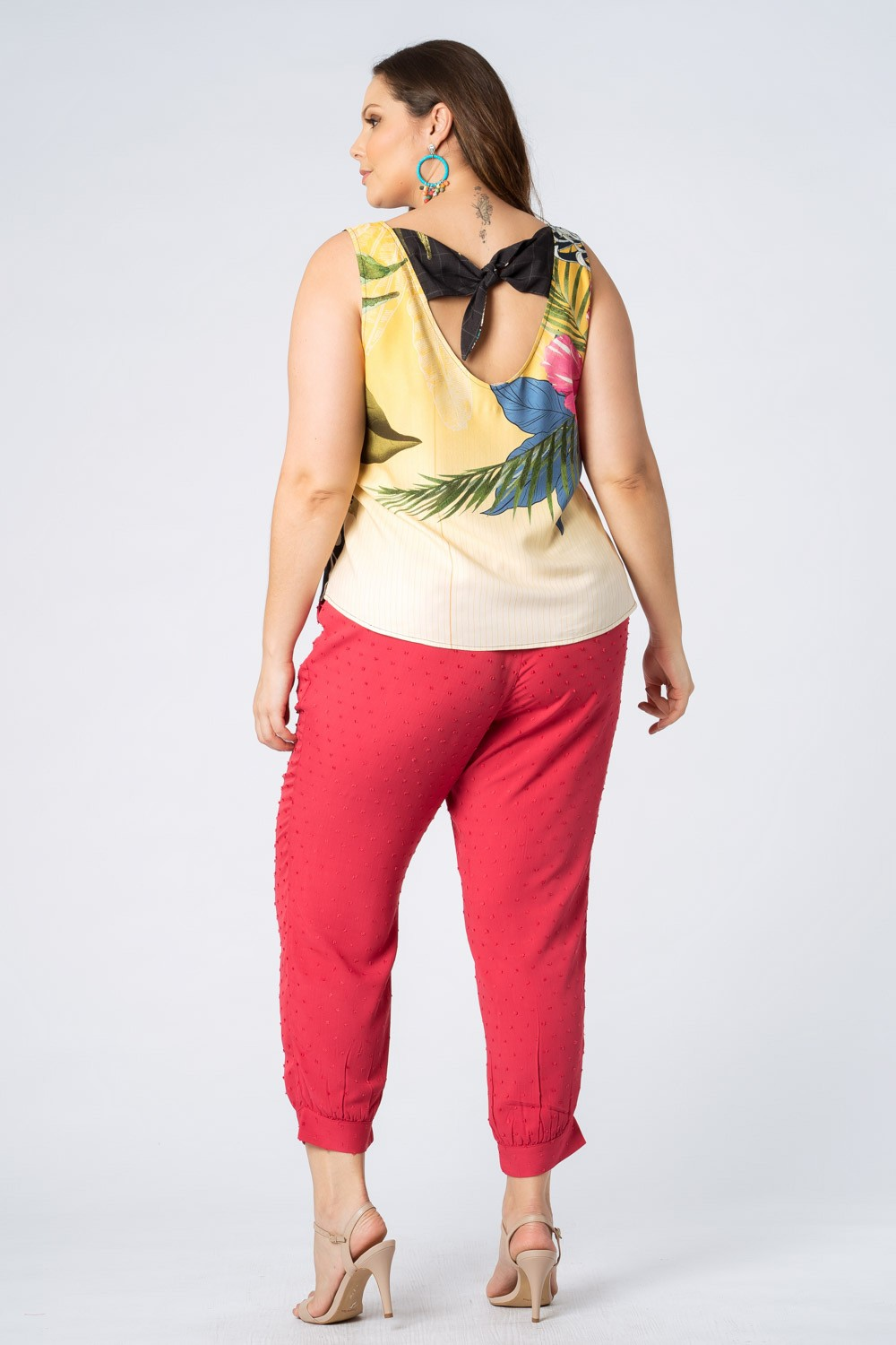 RE-VIVA | REGATA PLUS SIZE ESTAMPADA AMARELO E AZUL