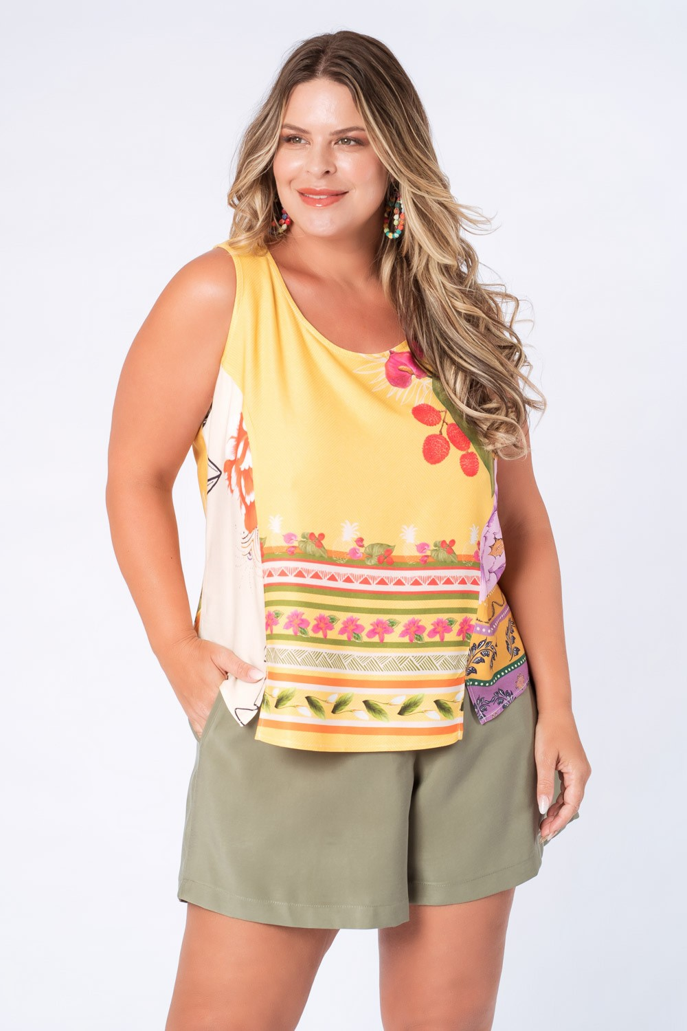 RE-VIVA | REGATA PLUS SIZE ESTAMPADA AMARELO E OFF WHITE