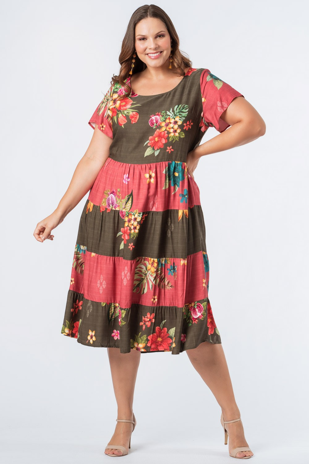 RE-VIVA| VESTIDO ESTAMPADO PLUS SIZE CAMADAS OLIVA E BORDÔ