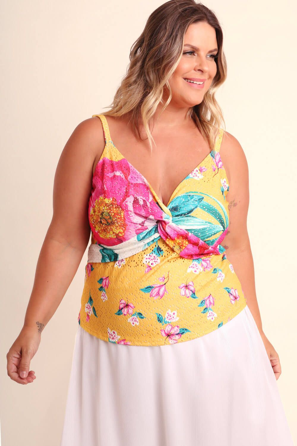REGATA PLUS SIZE ESTAMPADA MIX FLORAL AMARELA