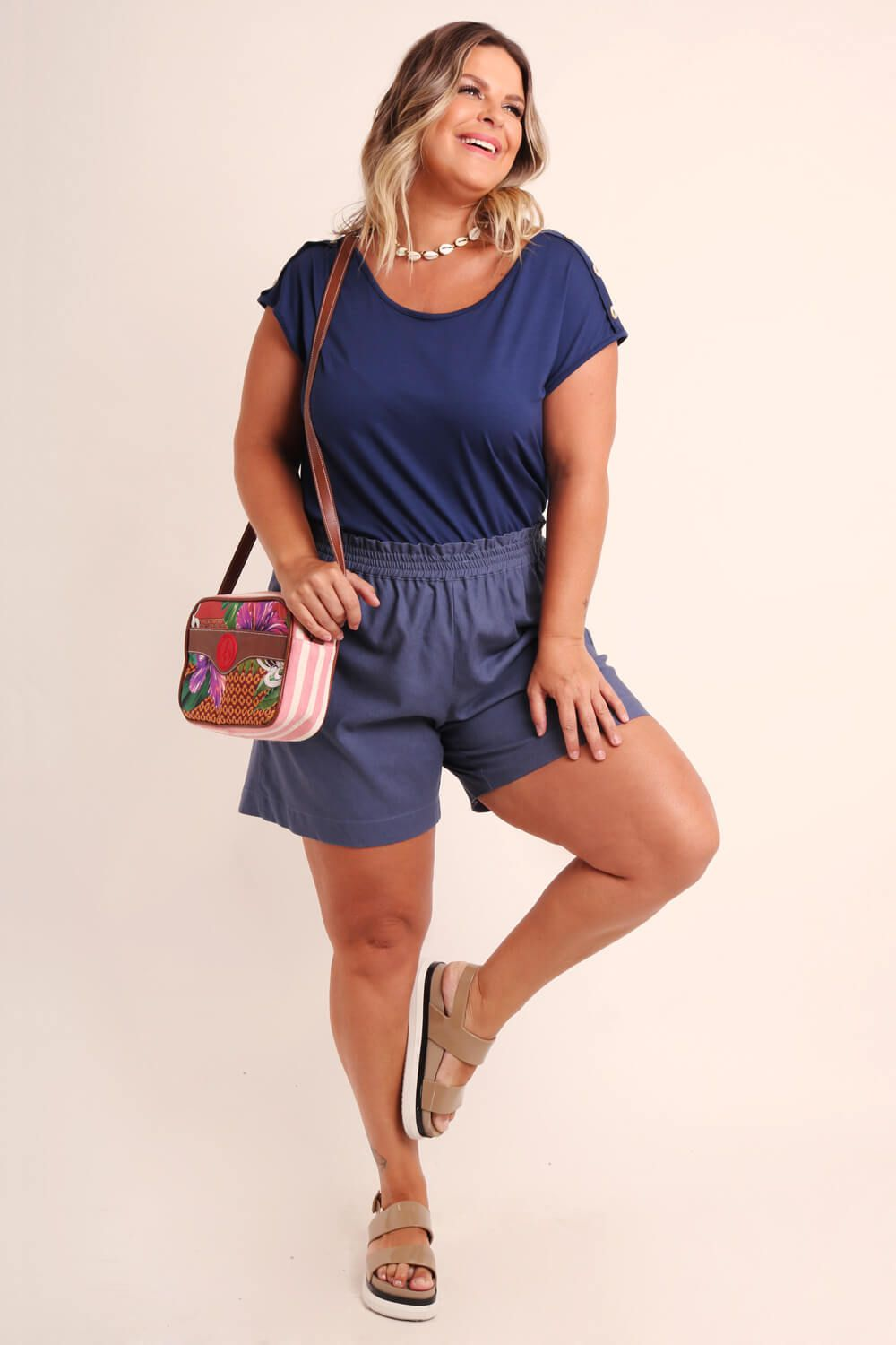 SHORTS PLUS SIZE LISO AZUL