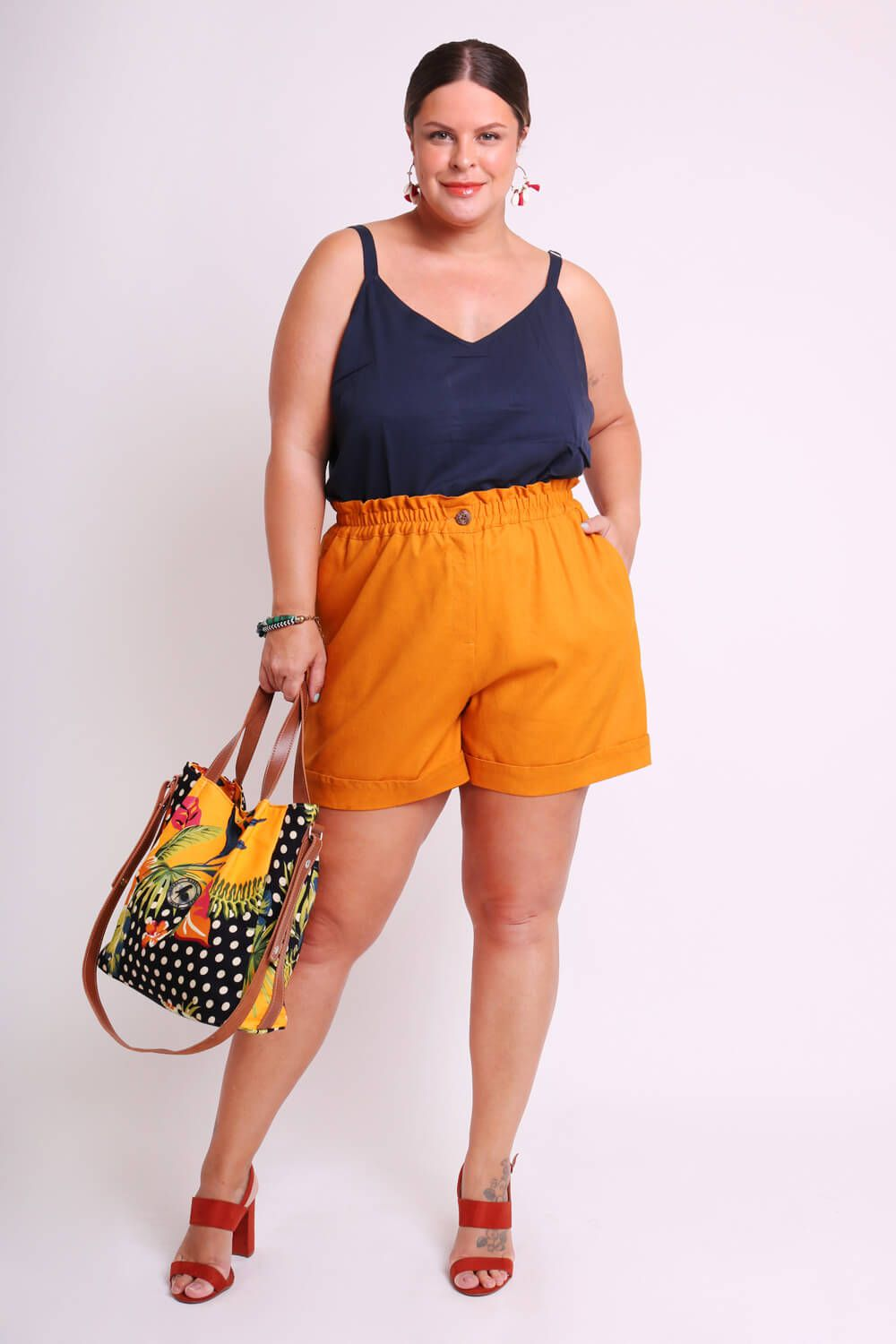 SHORTS PLUS SIZE LISO MOSTARDA