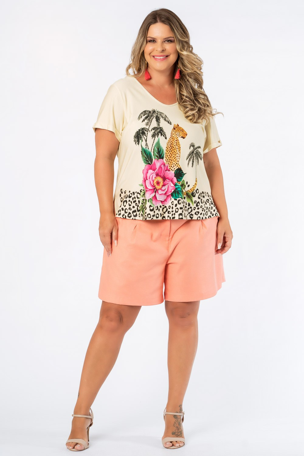 T-SHIRT ESTAMPADA ONÇA PLUS SIZE OFF WHITE