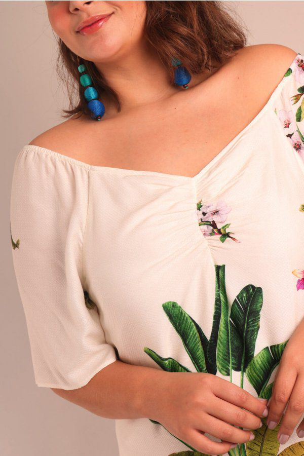VESTIDO PLUS SIZE ESTAMPADO FLORESTA TROPICAL OFF WHITE