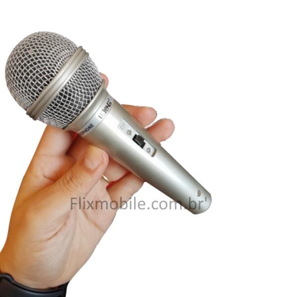 Kit com 2 Microfones Karaokê e Caixa de Som com fio de 2.5 metros LELONG