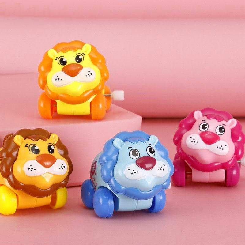 Kit com Copo Shake do Rei Leão com Canudo e Leão de Brinquedo a Corda