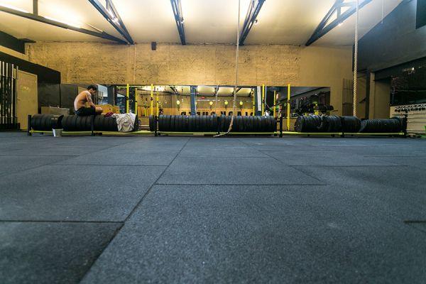 Piso Borracha Academias Crossfit Playground 50x50x1,5cm 15mm