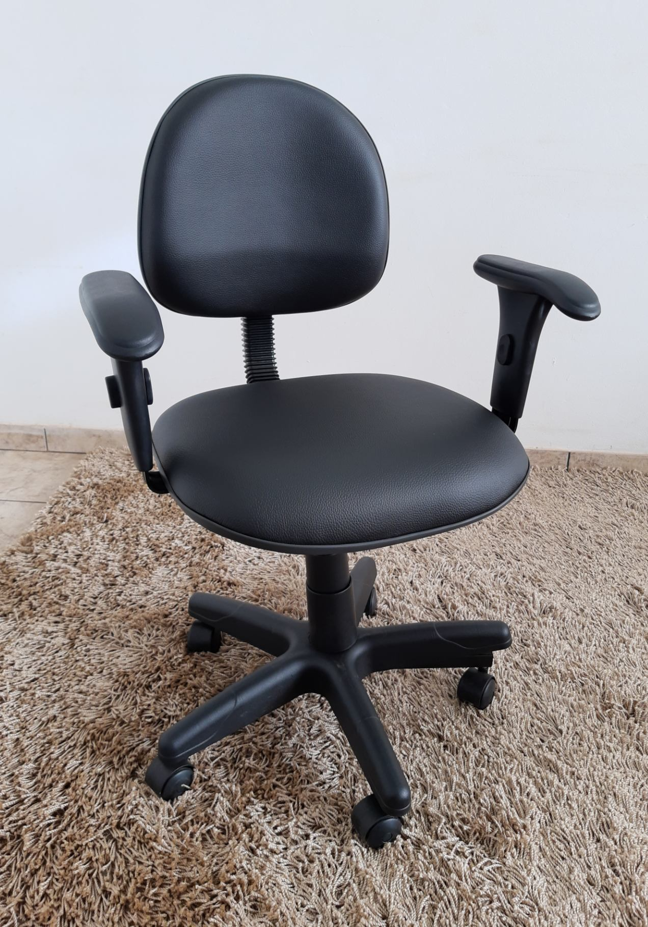 Cadeira Secretária Giratória com Braço Corino