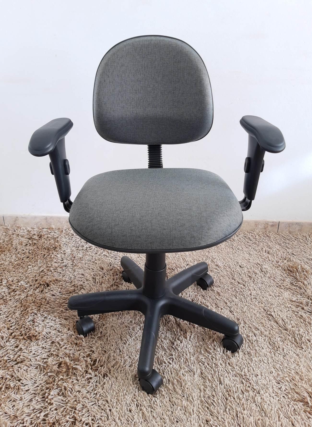 Cadeira Secretária Giratória com Braço Tecido
