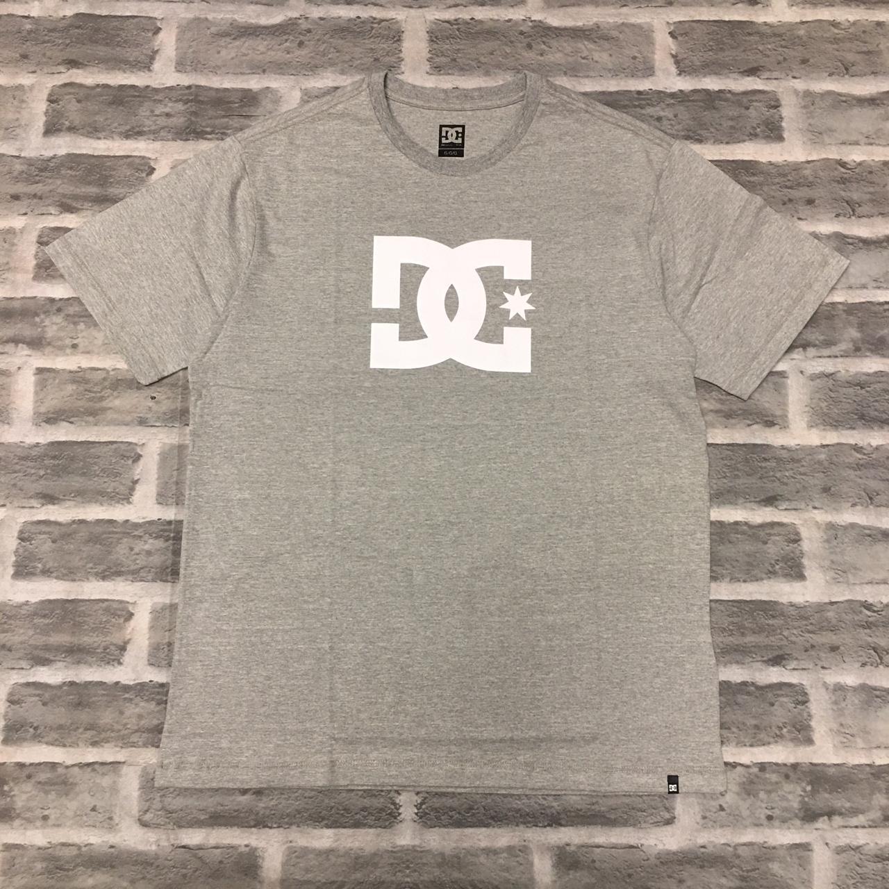 Camiseta DC basic cinza