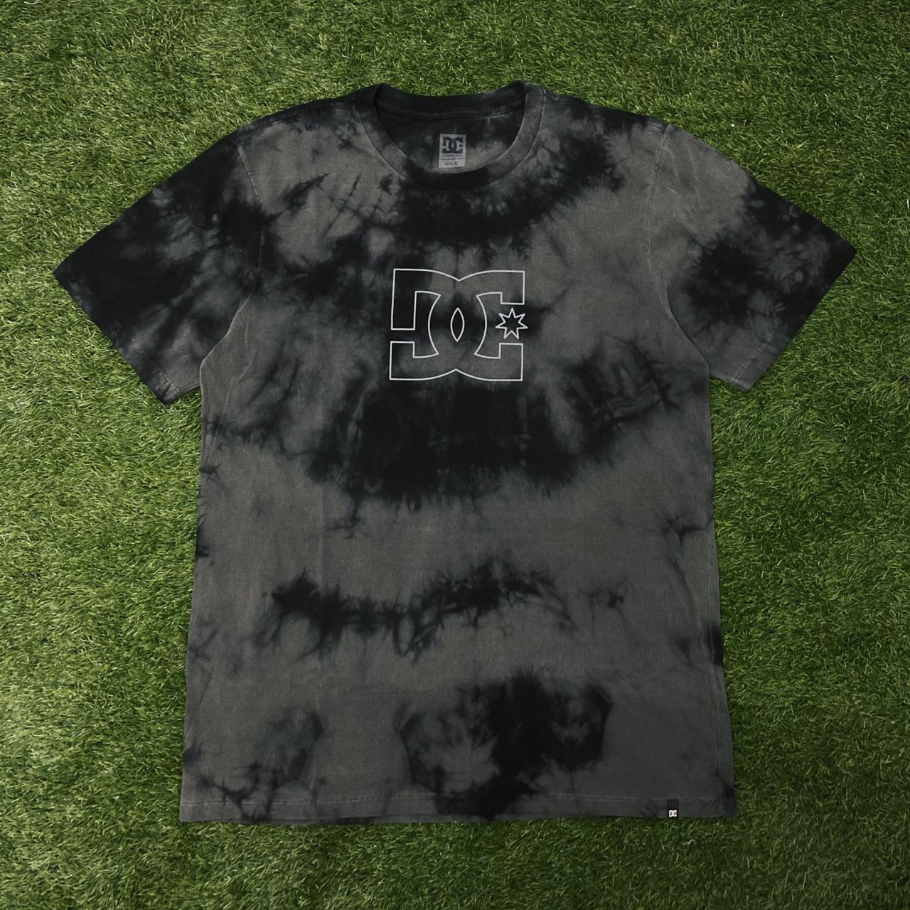 Camiseta dc cloudy tie dye preta