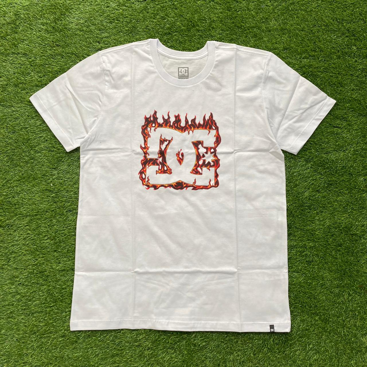 Camiseta dc fuego white