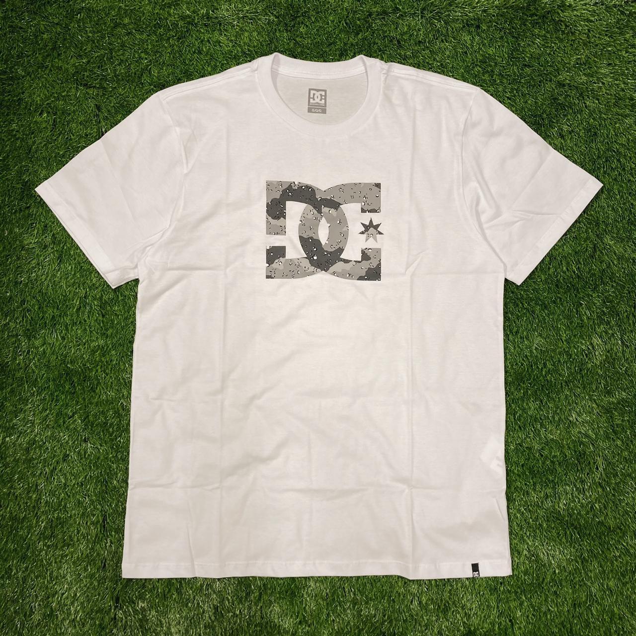 Camiseta dc star camo white