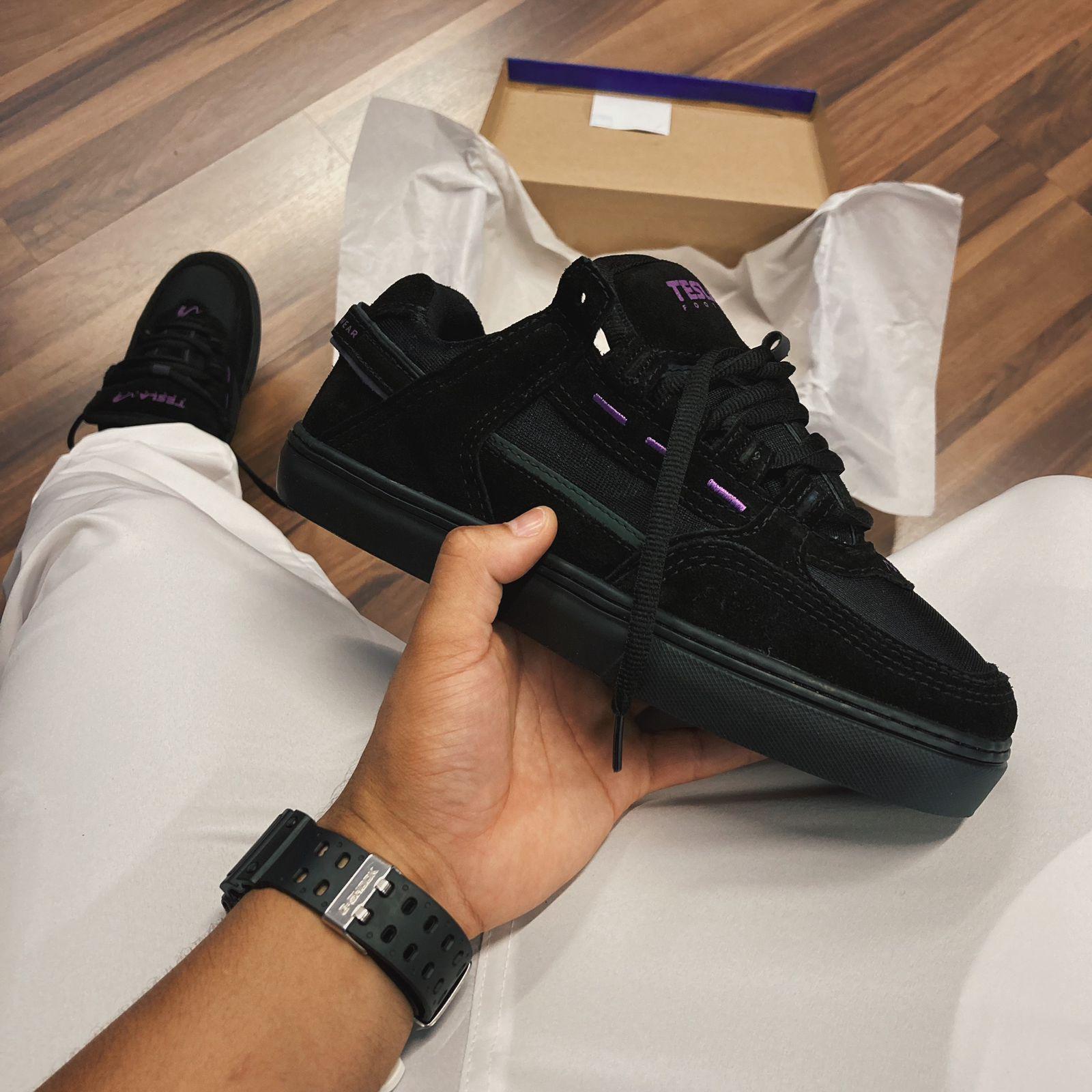 Tênis tesla coil black purple camurça