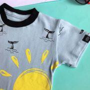 Camiseta Infantil Baleias e Sol