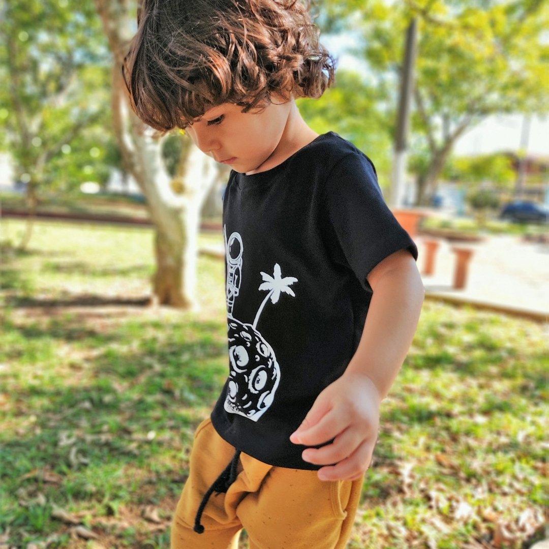 Camiseta Infantil Preta Astronauta