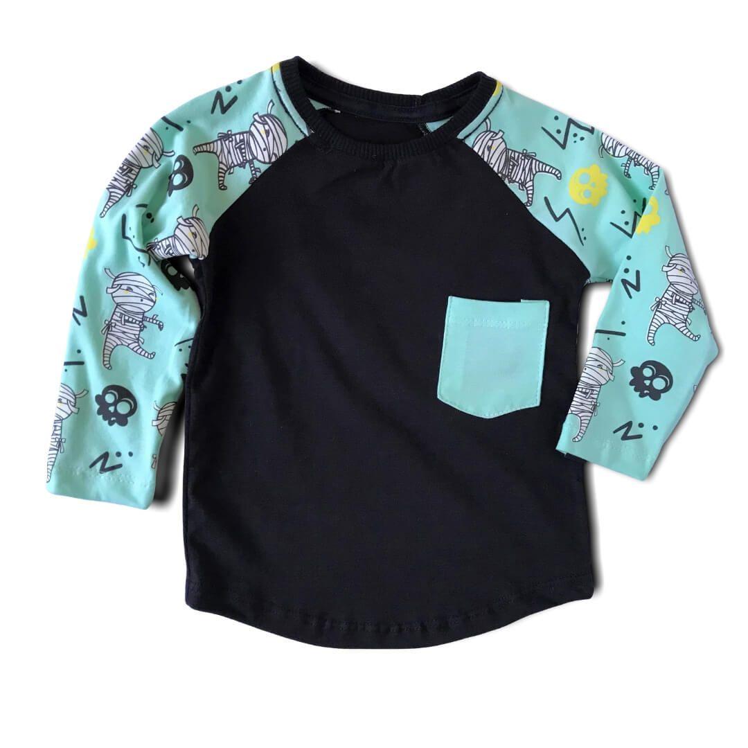 Camiseta Manga Longa Infantil Preta Múmias Divertidas