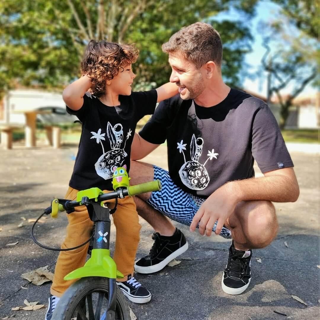 Kit 3 Especial Dia dos Pais 2 Camisetas Adulto + 2 Camisetas Infantil + 3 Azulejos Personalizados